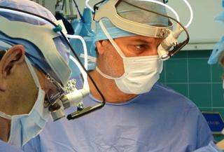 Игра на скрипке во время операции на головном мозге - лечение тремора в Израиле